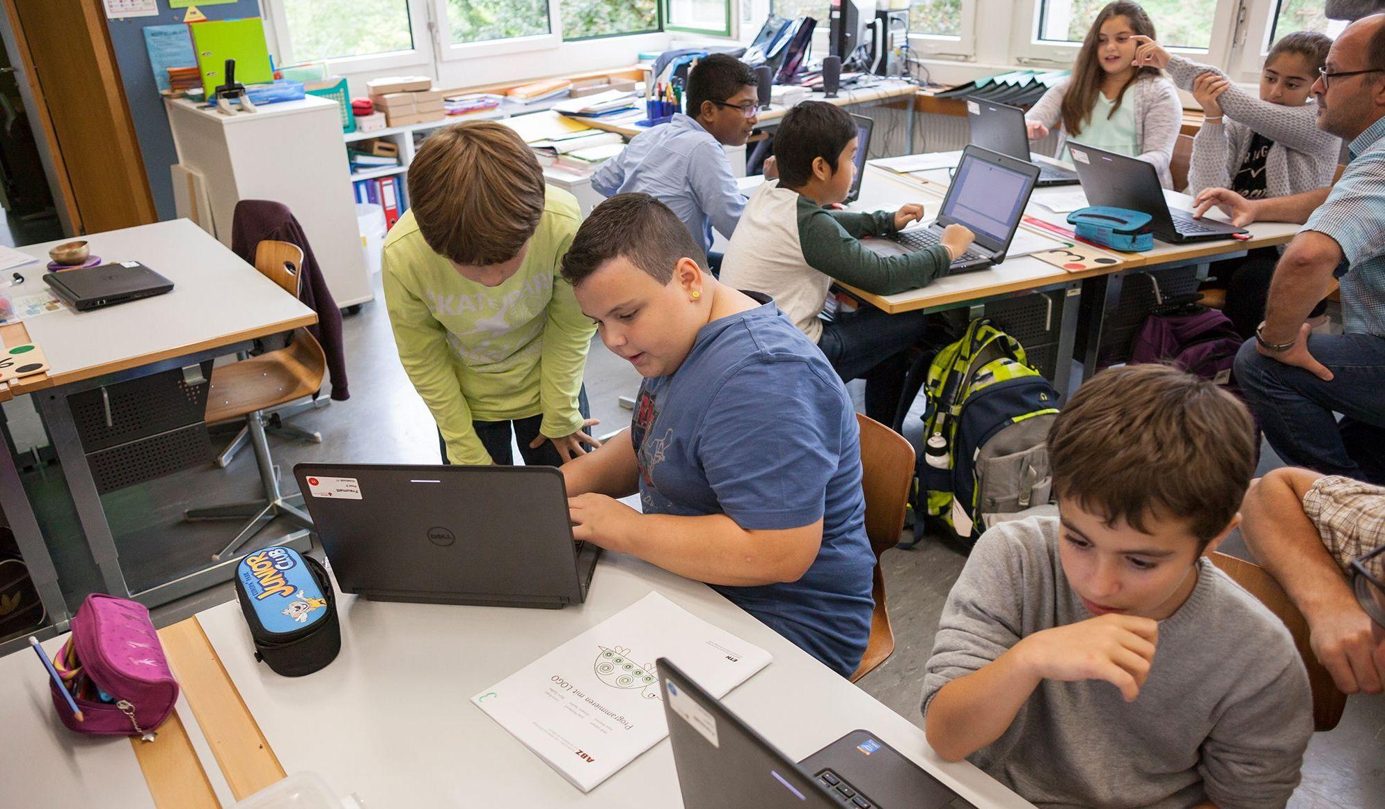 Primalogo führt 5. – 6. Primarklassen sowie deren Lehrpersonen in die spannende Welt der Informatik ein.