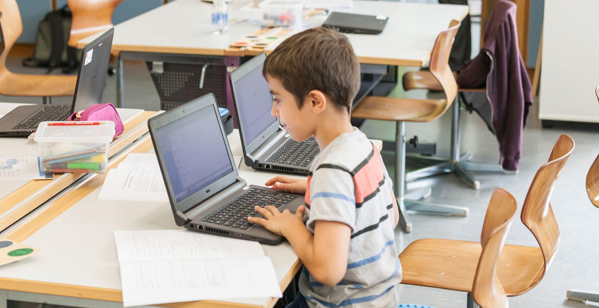 Die Kinder lernen ihre Programme zu verbessern, bis sie mit dem Ergebnis zufrieden sind.